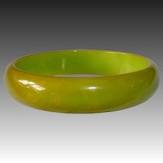 End-of-the-Day Bakelite Bangle Bracelet Pea Green & Apricot