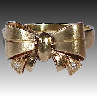 14k Dimensional Bow Pin with Diamond Tails