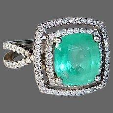 18k White Gold Emerald Ring w Diamond Halos