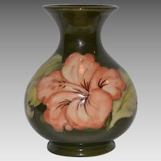 Awesome Moorcroft vase in the Peach Hibiscus pattern,  Walter  Moorcroft Burslem England c1950's