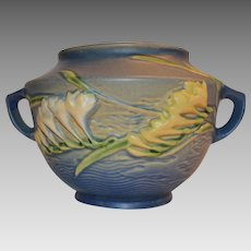 "Roseville Pottery Freesia Delft Blue Rose Bowl / Vase with 2 handles and Ivory & Yellow Freesia flowers ~ 463-5"" ~1945-1953"