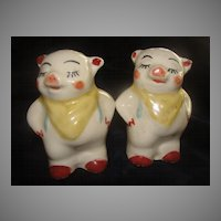 Smiley the Pig Salt and Pepper Shakers - b23