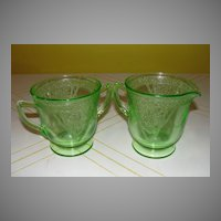 "Federal Glass Green Georgian ""Lovebirds"" Creamer and Sugar Bowl - b26"