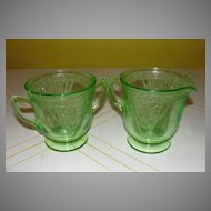 "Federal Glass Green Georgian ""Lovebirds"" Creamer and Sugar Bowl - b26"