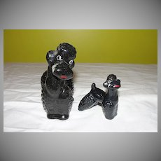 Momma Poodle and Puppy Figures - b57