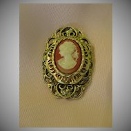 Loops Around Gerry's Lady Cameo Pin/pendant - Free shipping