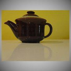 Red Wing Village Tea Pot - b50