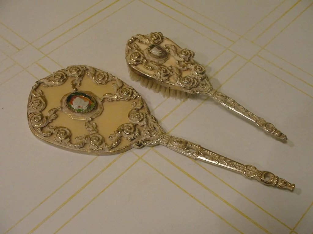 Guild Crest Cameo Brush And Mirror Set Hodge Podge Lodge