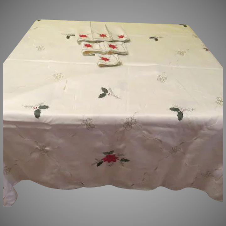 Gold Trimmed Red Poinsettia Tablecloth And Napkins   L4