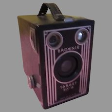 Eastman Kodak Brownie Target Six-16 Box Camera - b200