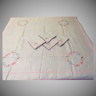 X's in an O Tablecloth and Napkins - L9