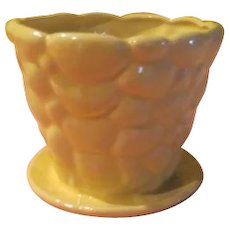 Brush-McCoy 303 Yellow Pebble Flowerpot - b211