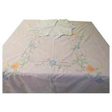 Embroidered Flower Tablecloth and Napkins - b209