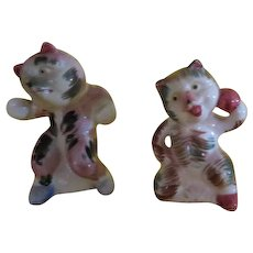 Sparing Cats Salt and Pepper Shakers - b220