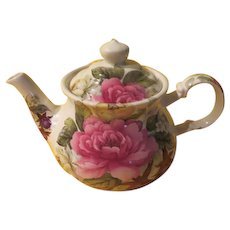 Roses in Bloom Sadler Made in England Tea Pot - b225