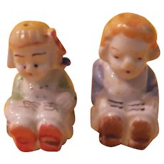 Tiny Readers Salt and Pepper Shakers - b214