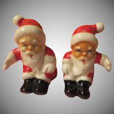 Side by Side Santa Salt and Pepper Shakers - X-17