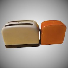 Toast and Toaster Salt and Pepper Shakers - b227