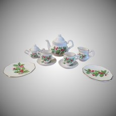 Holly and berry Toy Tea for Two - b232