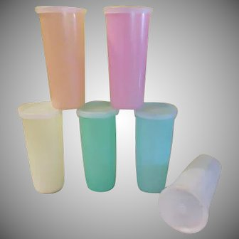 Classic Tupperware 12 oz Tumblers with Lids - b233
