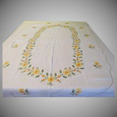 Ring of Yellow Embroidered Flowers Tablecloth - b233