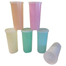 Classic Tupperware 10 oz Tumblers with lids - b233