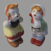 Kissing Dutch Couple Salt and Pepper Shakers - b237