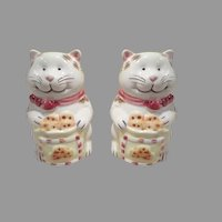 Cats with Chocolate Chip cookies Salt and Pepper Shakers - b240