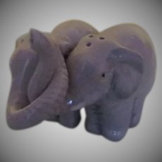Intertwined Trunks Elephant salt and Pepper shaker - b263