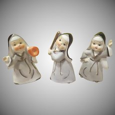 Thames Batter Up Nuns Playing Baseball Figures - b240-1