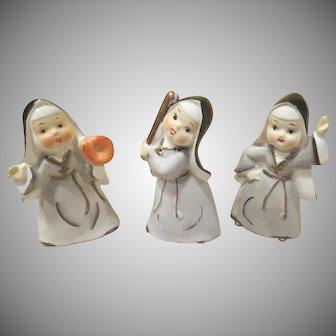 Thames Batter Up Nuns Playing Baseball Figures - b240-1