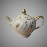 Woods and Sons Yellow Gold Leaves #2639 Ellgreave Tea Pot - b213