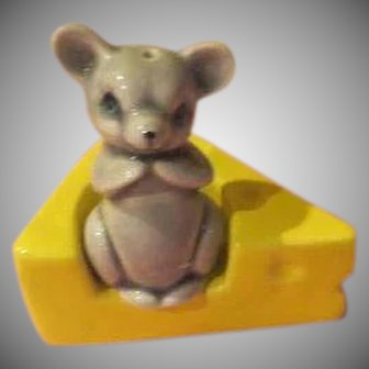 Vandor Mouse and cheese Salt and Pepper Shakers - b257