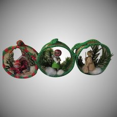 Mesh in the Round Christmas Tree Ornaments - b265