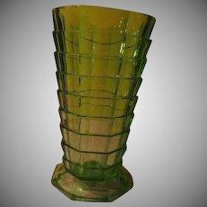 Indiana Glass Green Tea Room Straight Edge Vase - b259