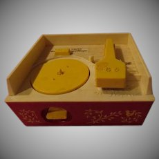 Fisher Price Music Box Record Player with Records - b259