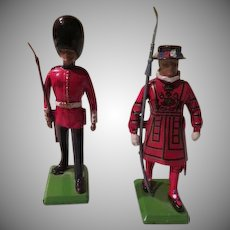 Beefeater Yeoman and  Palace Guard Metal Soldiers - b263