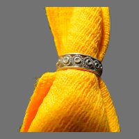 Tiny Flowers Silver Band Ring - Free shipping - br