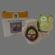 Owl and Tree Stump Salt and Pepper Shakers  - b300