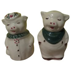 Winnie and Smiley Salt and Pepper Shakers - b281