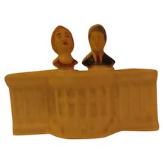 Heads of State Bill and Hillary Nodder Salt and Pepper Shakers - b287