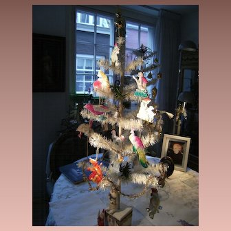 Beautiful Christmas ornaments for your feathertree, sold one by one.