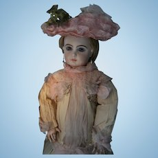 Gorgeous Haute Couture French hat.......belongs to the Dress I list also.