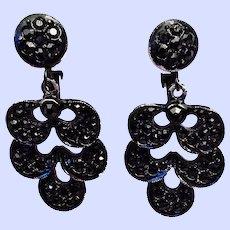 Vintage Weiss Black Rhinestone Black Japanned Drop Clip Earrings