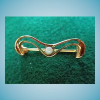 Sweet Edwardian 14K Brooch With Opal