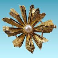 Vintage 18K YG Flower Brooch With Cultured Pearl