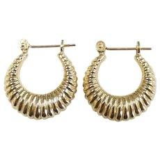 Scalloped Huggie Hoop Earrings 14k Yellow Gold