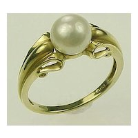 Classic Cultured Pearl Solitaire Ring 10k Yellow Gold