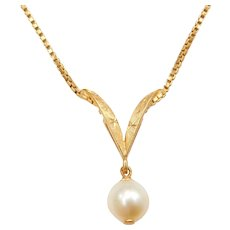 "16 1/2"" 18k Gold Cultured Pearl Necklace"