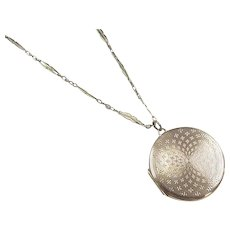 "Edwardian 9k Gold Locket Necklace ~ 17"""